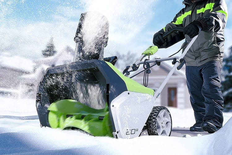 WHAT SHOULD I LOOK FOR WHEN BUYING A SNOWBLOWER?
