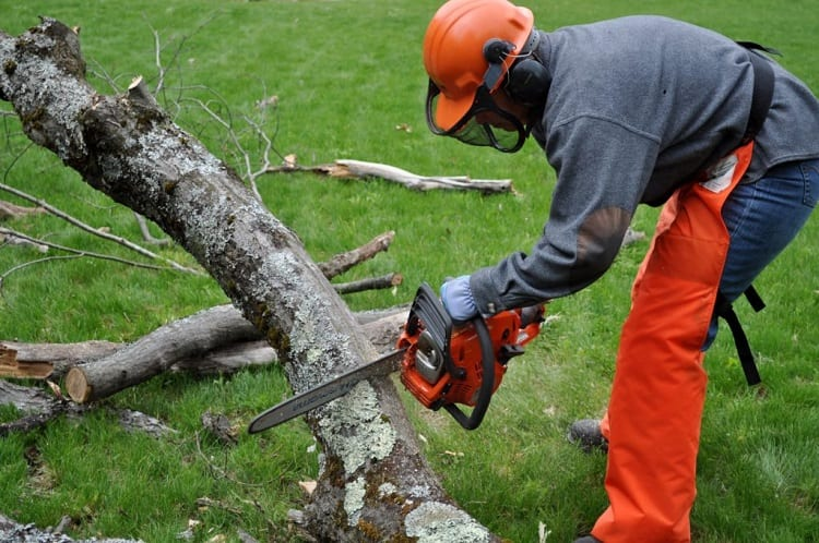 HOW LONG WILL A BATTERY POWERED CHAINSAW LAST?