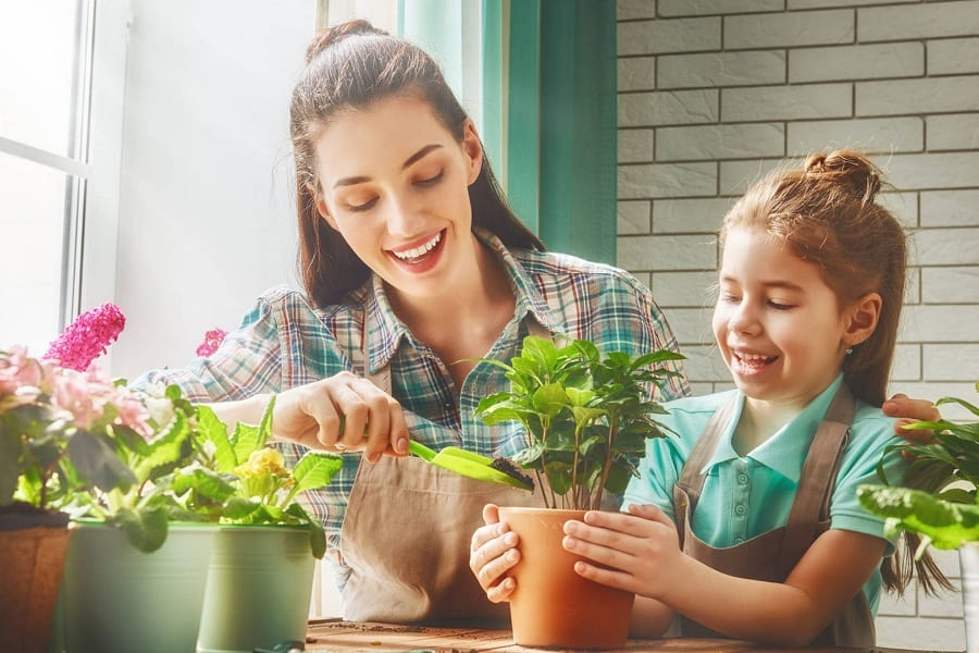 20 Of The Best Gardening Gifts For Mom